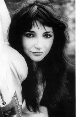 34f976ce1b68 Kate Bush blev opdaget som ganske ung af Pink Floyds guitarist og  forsanger