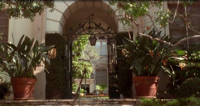 30 Cocos courtyard